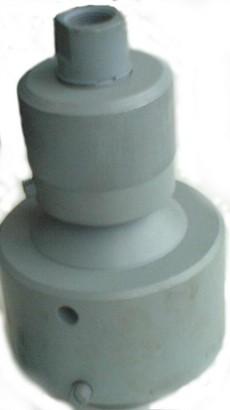 Предохранитель манометра ПМ-400-1 (аналог П41.01.08.000) предназначен для уменьшения влияния пульсаций бурового раствора на показания манометра и на работаспособность его механизма, а также для разделения полости манометра от бурового раствора.